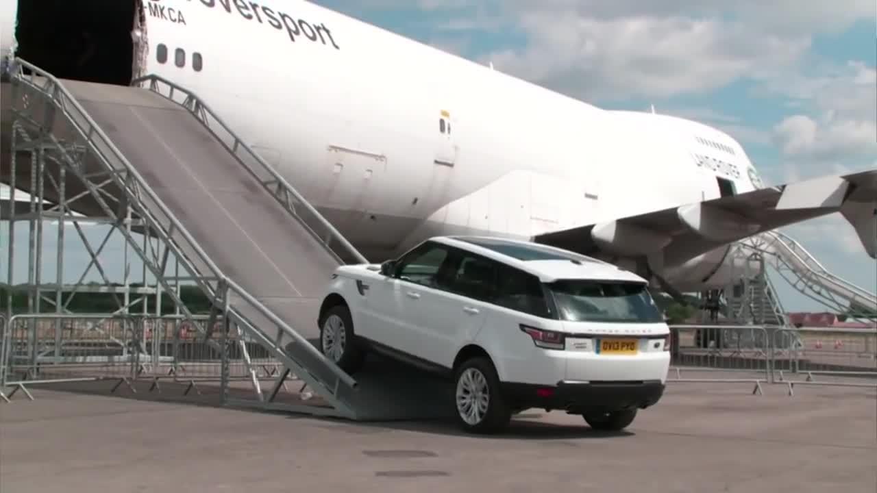 驾驶全新揽胜运动版通过一架波音747是什么感觉