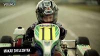 两岁的小小摩托车手与四岁的卡丁车手