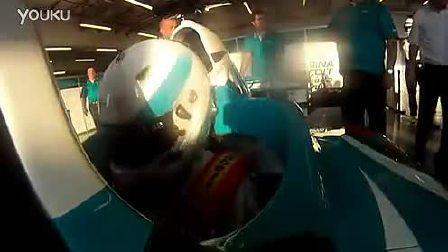 看着都难受!安全带没绑紧体验F1赛车
