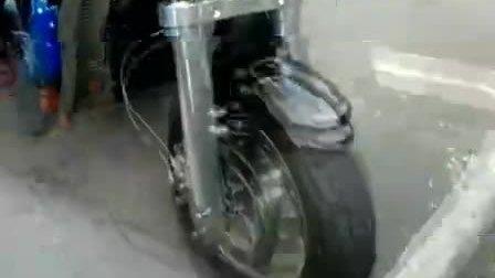 时速400公里巨无霸-阿斯顿马丁V12摩托车[高清版]