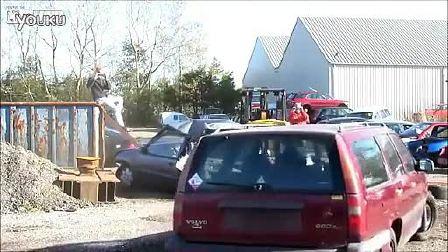 老款沃尔沃汽车真人碰撞测试
