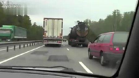 犹如地狱使者-战斗民族最牛改装大卡车