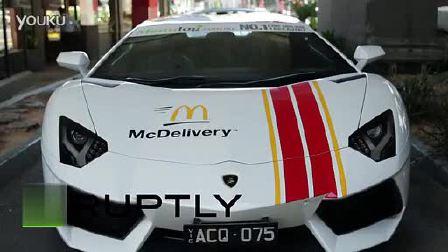 麦当劳餐厅的法拉利和兰博基尼送餐车