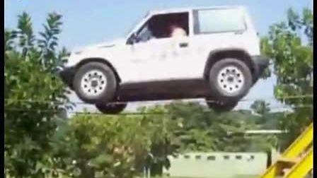 堪称世界最牛的中国司机-汽车倒走钢丝