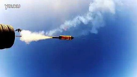 跨级别挑战 日产GT-R与小火箭比拼加速