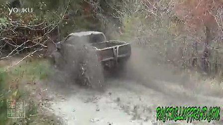 泥地越野车 过泥塘