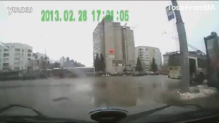 俄罗斯2013年3月车祸视频