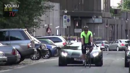 兰博基尼吓坏骑自行车路人