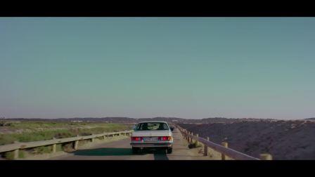 梅赛德斯奔驰经典车型230CE 向法国时尚节日耶尔致敬