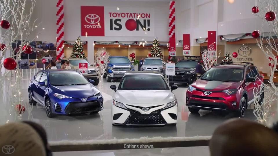 丰田 将圣诞氛围渲染极致