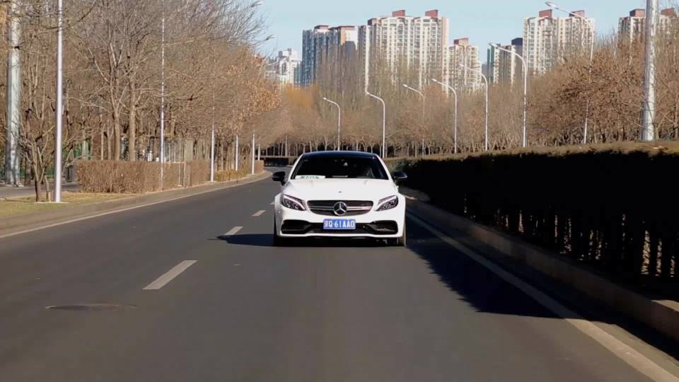 奔驰C级AMG 车道保持系统展示