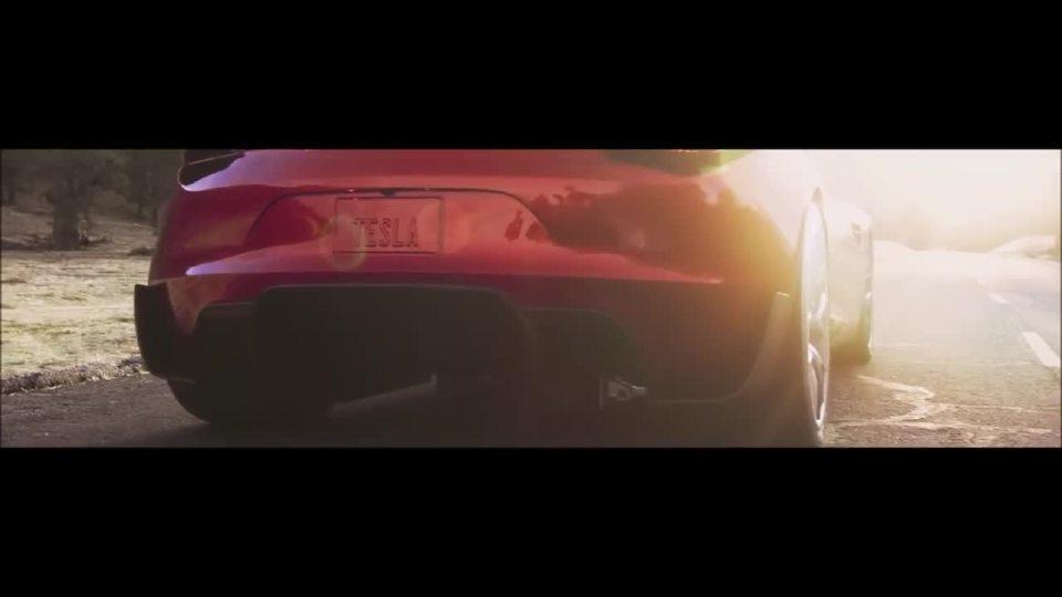 特斯拉跑车VS 加迪奇龙-最快速度!!