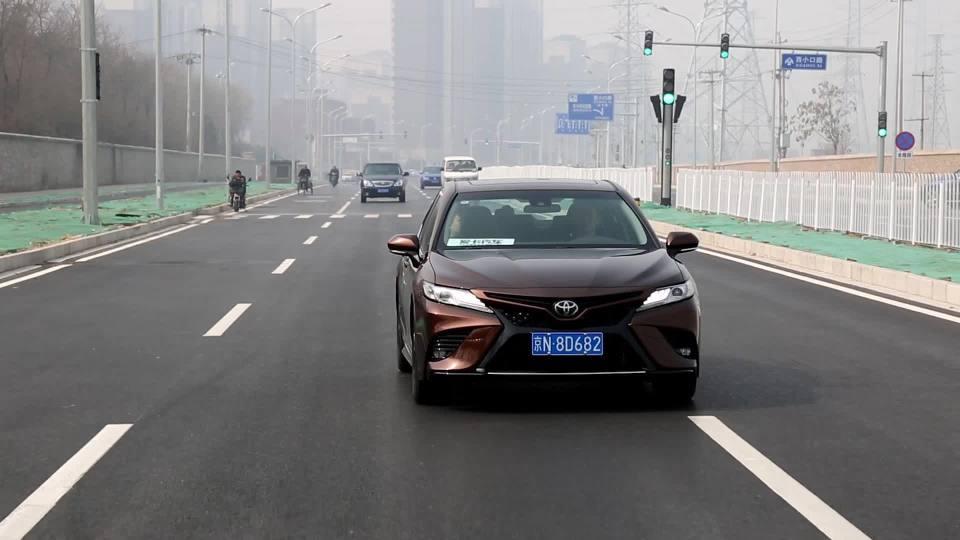 2018款丰田凯美瑞 车道保持系统展示