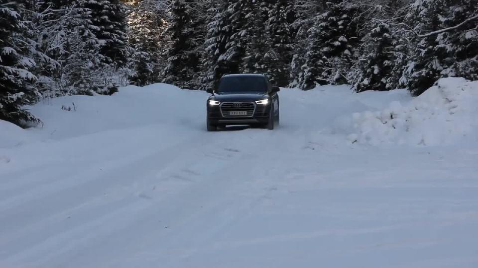 奥迪Q5驰骋在干净与透明的冰雪之中