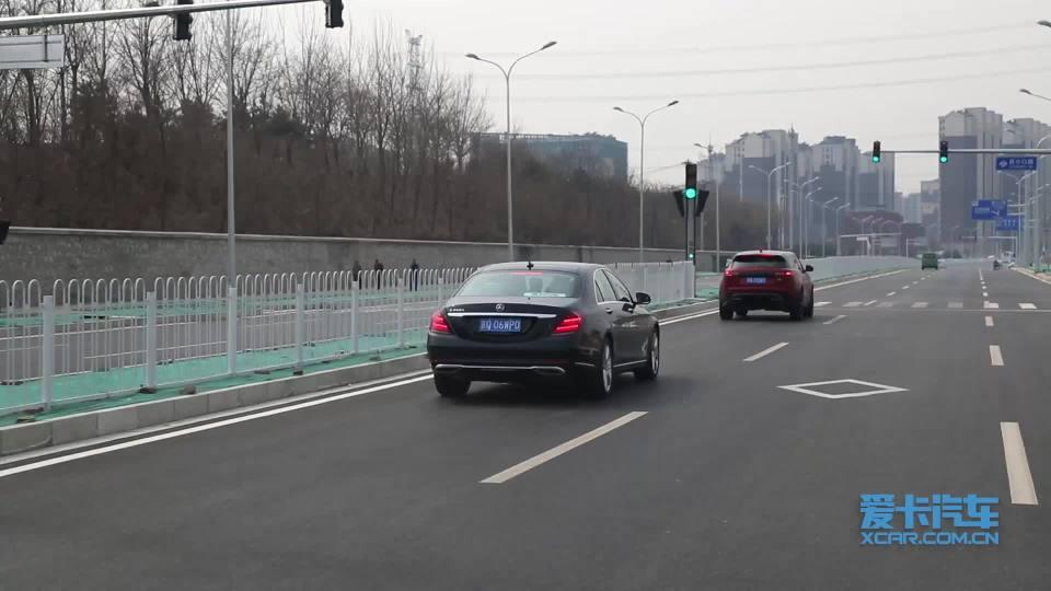 2018款奔驰S级 智能领航限距及转向展示