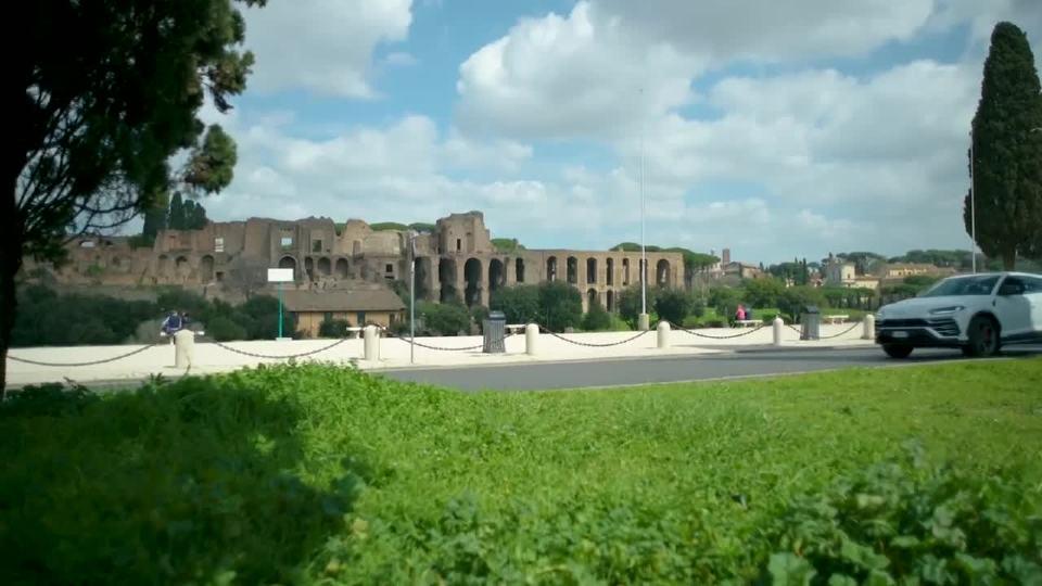 兰博基尼Urus在罗马的街头上备受瞩目
