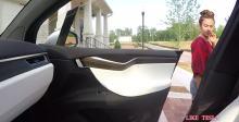 特斯拉Model X车门的使用技巧