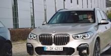 如何使用驻车辅助功能 - BMW 操作方法