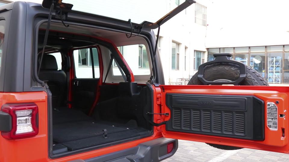 2018款 Jeep牧马人 储物空间展示